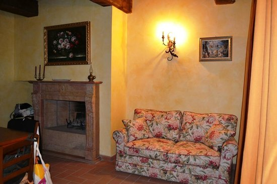 Villa Umbra La Maesta: La Maestà Villa Umbra, the Pomarancio apartment dining/living room