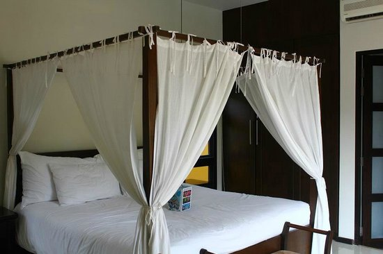Two Villas Holiday, Oriental Style Layan Beach: Master bedroom