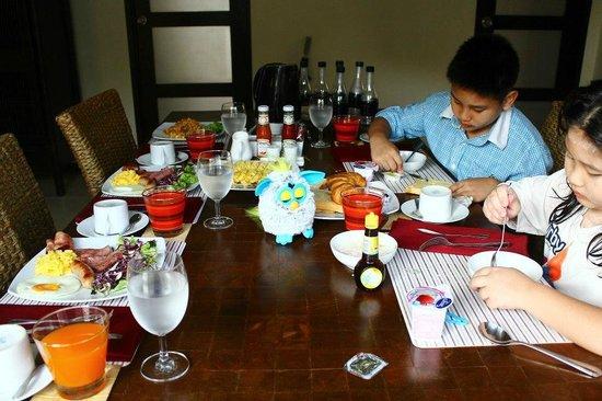 Two Villas Holiday, Oriental Style Layan Beach: In villa breakfast