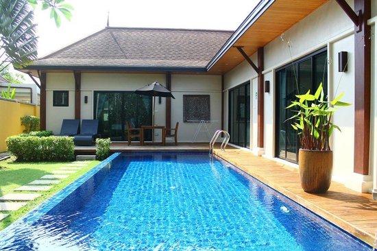 Two Villas Holiday, Oriental Style Layan Beach: Big pool