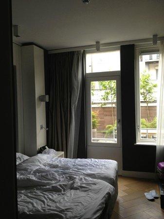 Hotel JL No76: stanza con vista...nel senso che vi vedono!