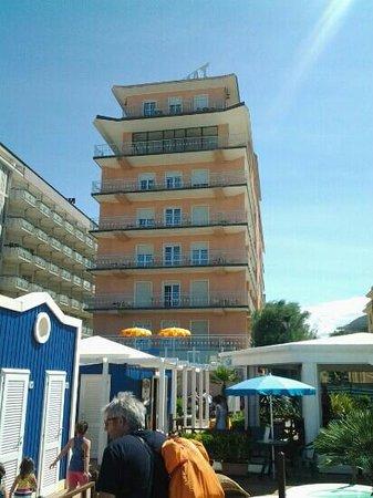 Hotel Diplomat Marine: lato mare sopra spiaggia Altamarea
