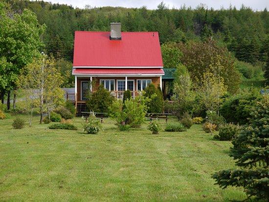 MacLellan Inn: Rückansicht mit Garten
