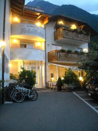 Ruster Resort: l'ingresso dell'hotel