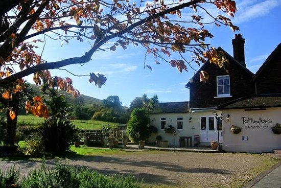 Tottington Manor Hotel: Character dating to 1604