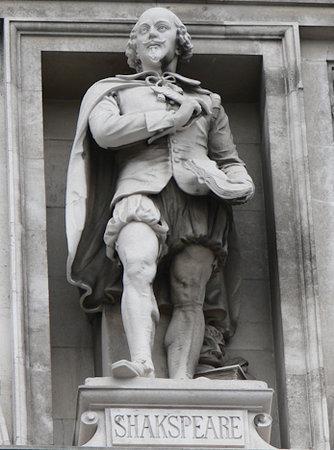 Shakespeare in the City Walk: Shakespeare surveys London (note deliberate mistake)