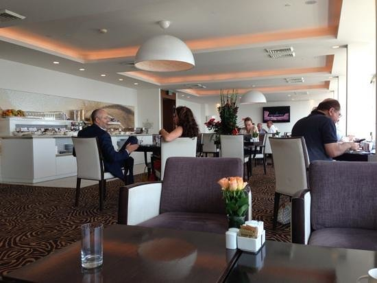 Sheraton Tel Aviv: tower lounge in the morning