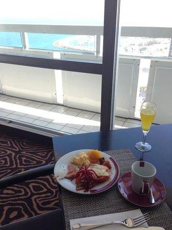 Sheraton Tel Aviv Hotel: tower lounge breakfast (north view)