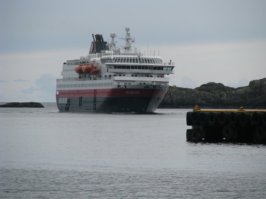 Scandic Svolvaer: From the rooms with terrace you Hurtigrute(ferry)