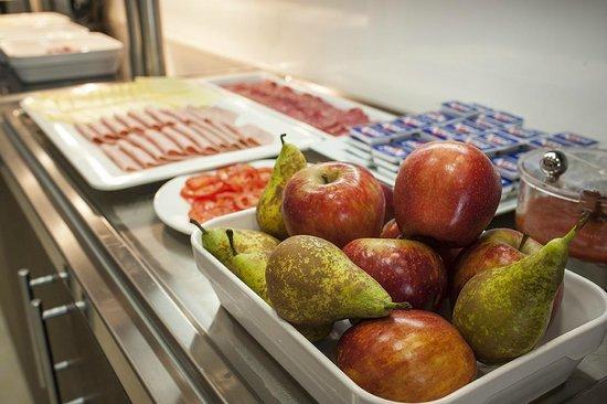 Travelodge Madrid Alcala: Breakfast Buffet