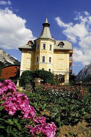 Hotel Monte Sella: Monte Sella con fiori