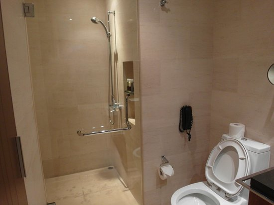 Amara Sanctuary Resort Sentosa: Bathroom