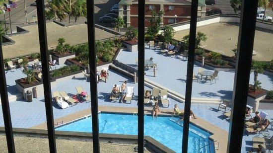 Holiday Inn Corpus Christi Downtown Marina: pool from elevator window