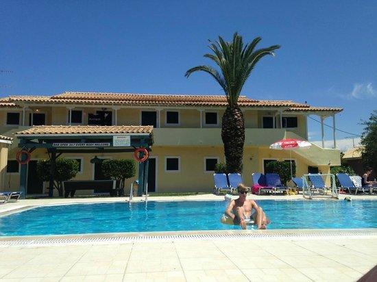 Elli Studios Chilling In The Pool