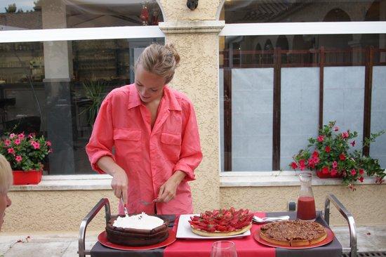 Hotel Restaurant Fabian des Baux : Le chariot de desserts