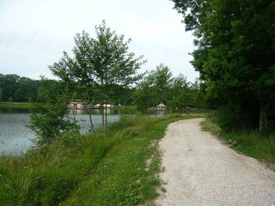 Le Domaine de la Dombes : Tour de l'étang