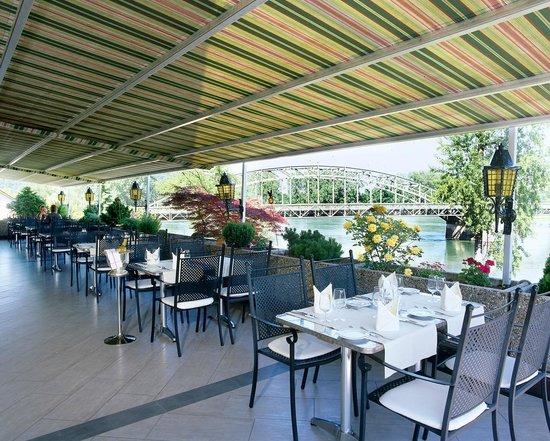 Hotel-Restaurant Bahnhof Felsenau: Terrasse mit Blick auf Aare und Rhein