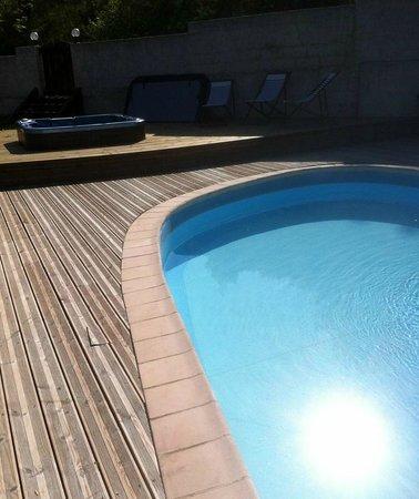Le Prieure Pra Loup : piscine chauffée + jacuzzi