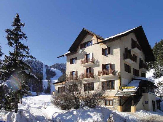 Hotel Miramonti: Vista frontale della nostra struttura.