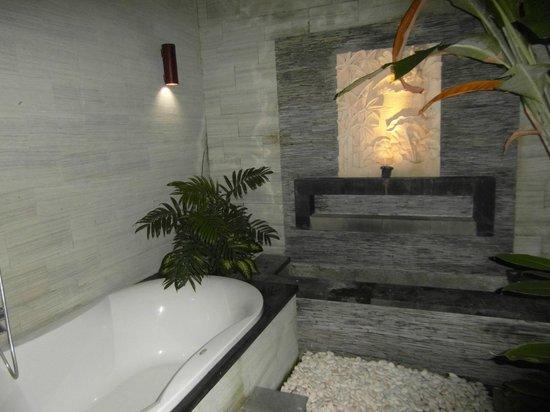 Grania Bali Villas: Bathtub