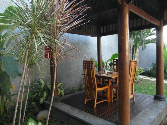 Grania Bali Villas: Dining area