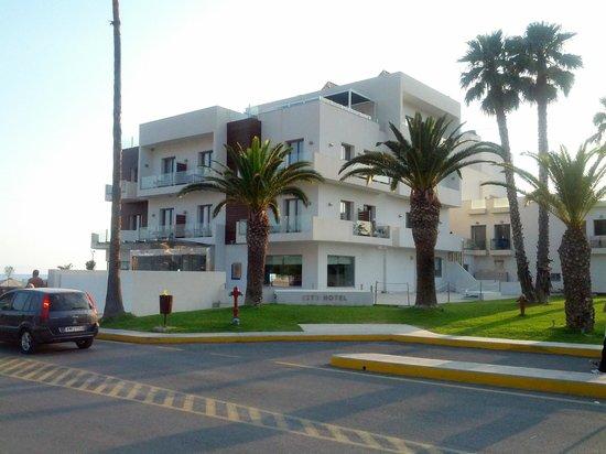 Elite City Resort: Main Hotel Building