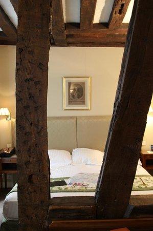 Relais Hotel du Vieux Paris: Charming Guest Suite