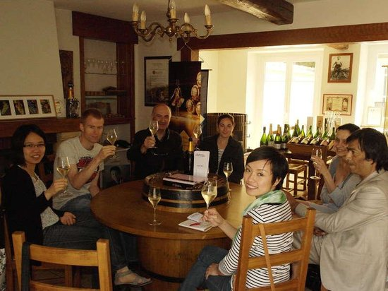 C La Vigne- Authentic Champagne Tour: Cheers!