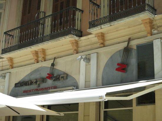 Comepizza: name above shop