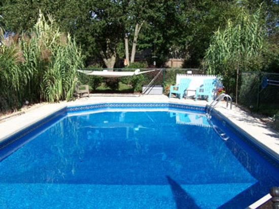 Holly Thorn House: Outdoor Pool and Cabana