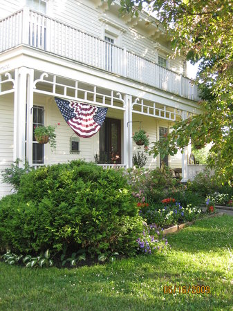 Littleton, MA: The Inn-dressed for the Fourth!