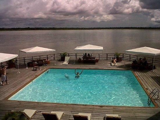 Foto de al frio y al fuego iquitos la piscina con las for Hoteles en iquitos con piscina