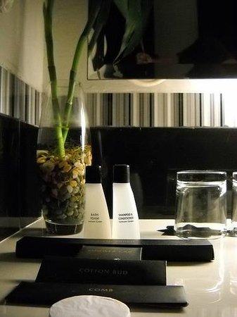 Golden Flower: Toiletries provided