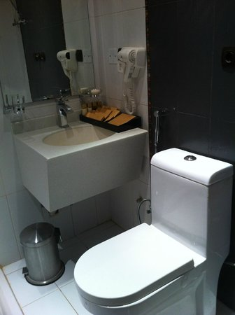 Intour Hotel - Al Hamra: En-suite bathroom