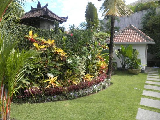 Umah Watu Villas: gardens