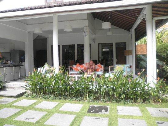 Umah Watu Villas: Lounge area