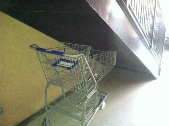 Super 8 Dalton: nice cart hidden under the stairs