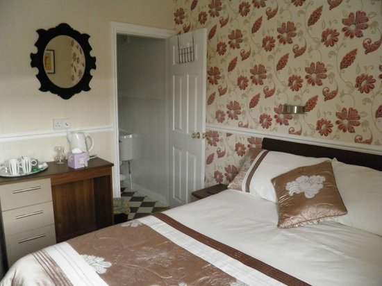 Aristocrat Guest House: double en-suite room