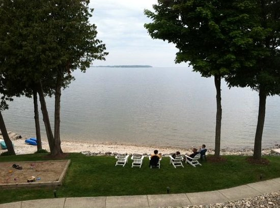 Westwood Shores Waterfront Resort: View from the end suite balcony. Amazing sunsets!