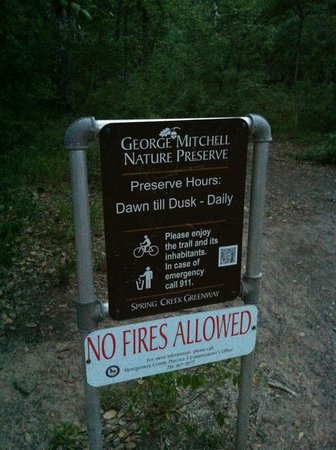 George Mitchell Nature Preserve: Start of trail