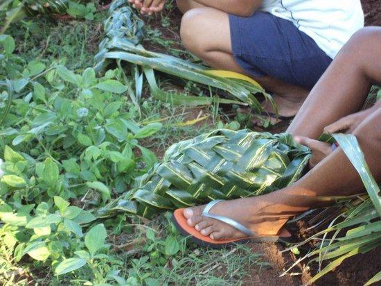 Palmlea Farms Lodge & Bures : Basket made on the spot for the lovo