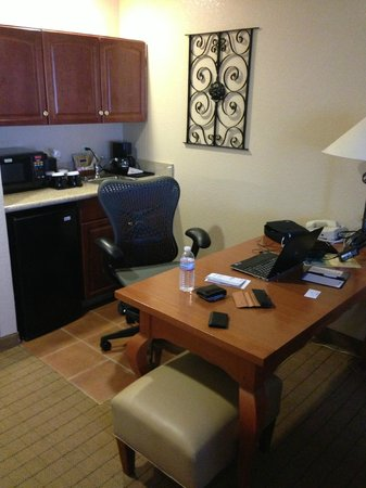 Hilton Garden Inn Phoenix Airport: Mini kitchen