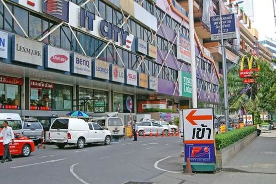 Centric Place Hotel: Attraction near the hotel-Fortune Town Shopping Mall