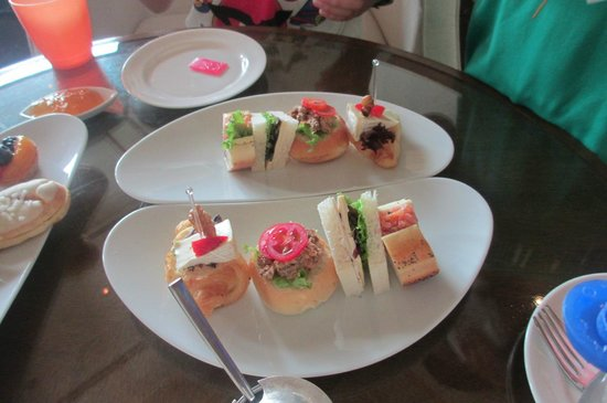 One World Hotel: Afternoon Tea