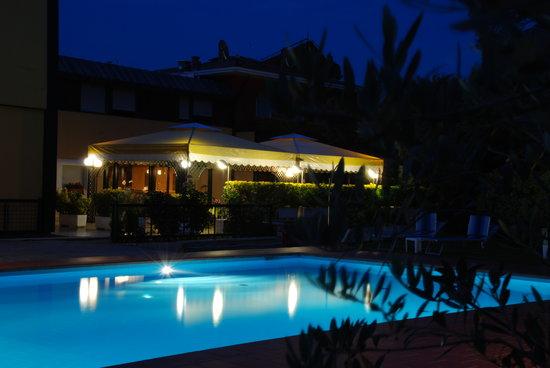 Hotel La Pergola: terrazza / piscina