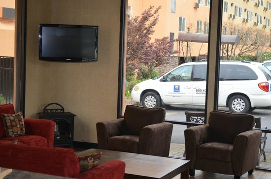 Comfort Inn & Suites West: Lobby