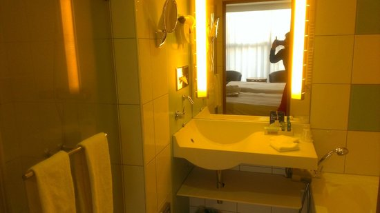 Novotel Geneve Centre : Nettes Badezimmer