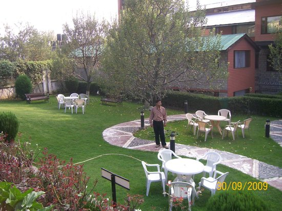Honeymoon Inn Manali: inside of hotel