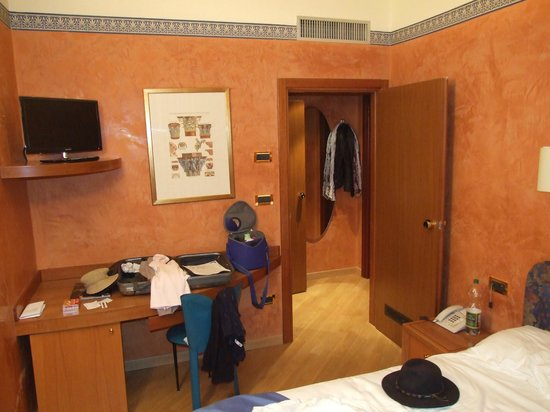 Hotel Europa: Inside our room