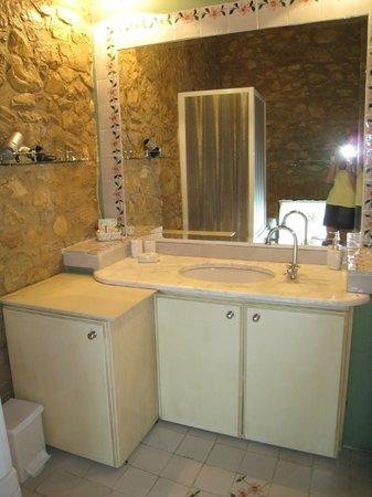 Borgo Il Poggiaccio: First Bathroom